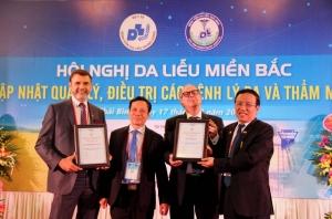 Giáo sư Michael Tirant được trao danh hiệu Hội viên danh dự Hội da liễu Việt nam
